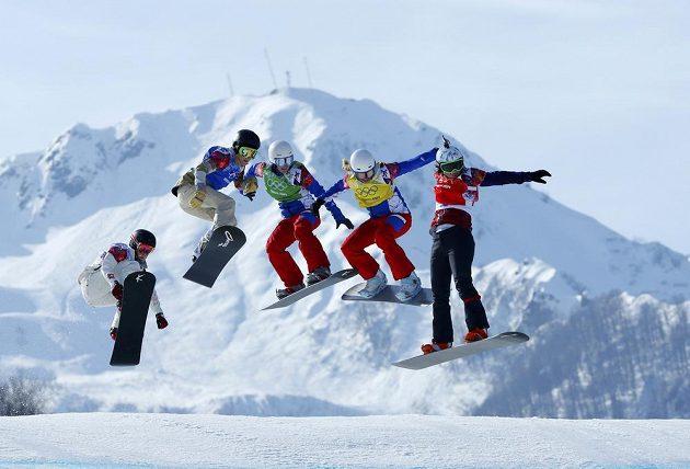 Na čele. Samková v nedělních snowboardkrosových závodech jasně dominovala a první pozici nepustila v žádné z fází cesty za zlatem.