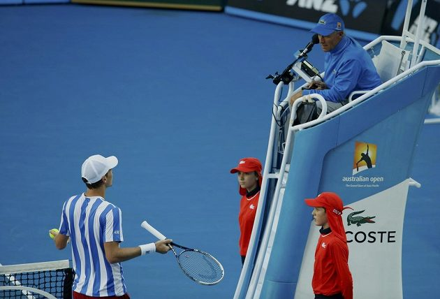 Berdych během osmifinále často diskutoval s rozhodčím, jak je u něj tradicí.