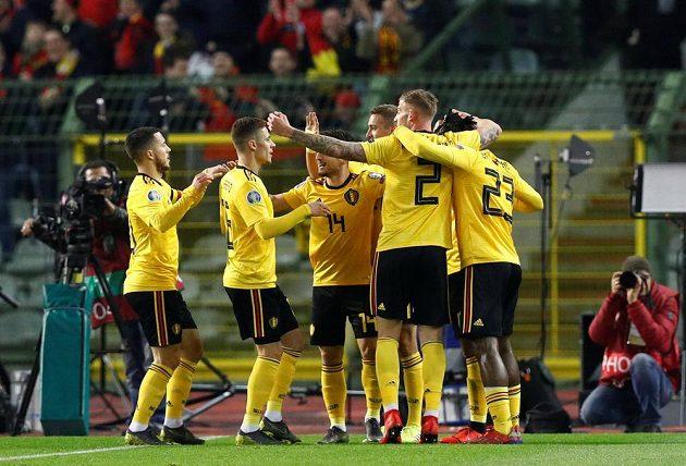 Belgický fotbalový reprezentant Juri Tielemans slaví gól v síti Ruska v kvalifikaci o postup na EURO 2020.