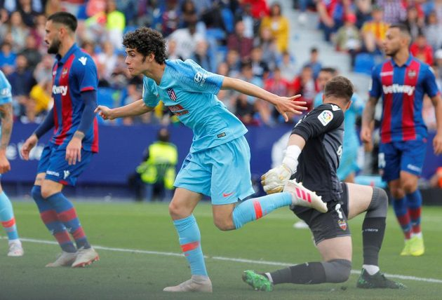 Sergio Camello slaví vyrovnávací branku do sítě Levante