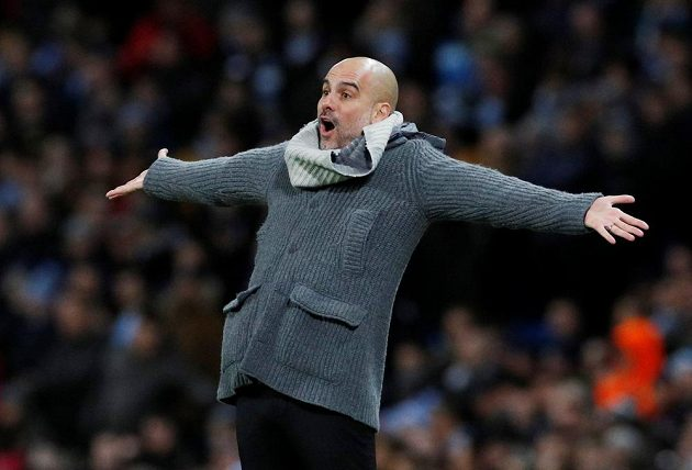 Kouč Manchesteru City Pep Guardiola při odvetě proti Schalke.