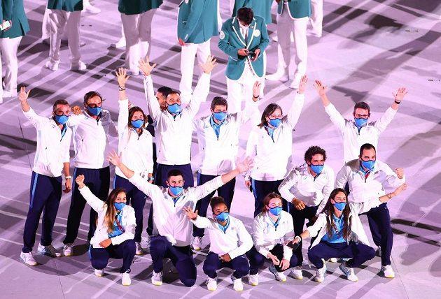 Uruguayská reprezentace se fotí na Olympijském stadionu v Tokiu.