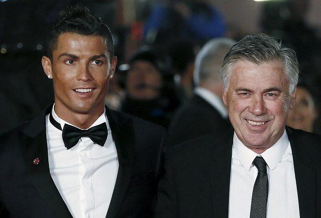 Cristiano Ronaldo a jeho bývalý trenér z Realu Madrid Carlo Ancelotti.