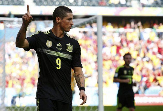 Fernando Torres se raduje ze svého gólu v utkání proti Austrálii.