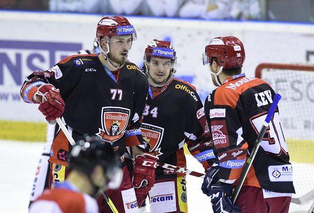 Hradecké hokejové trio - Richard Nedomlel, Kevin Klima a Jakub Lev.