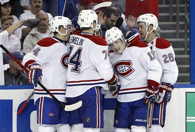 Radost hokejistů Montrealu ve druhém duelu na ledě Tampy Bay. Úplně vlevo oslavuje český hokejista Tomáš Plekanec.