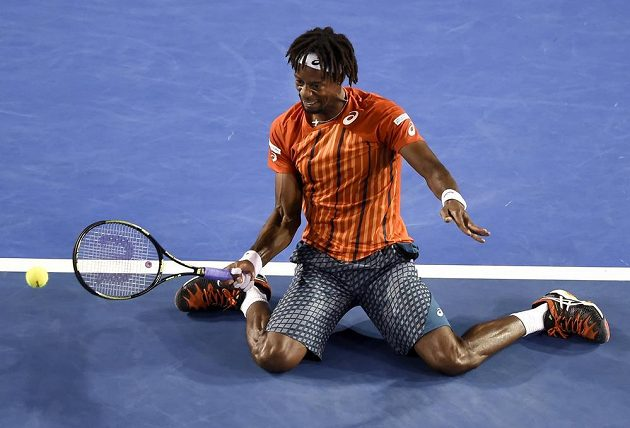 Gaëla Monfilse ve čtvrtfinále v Melbourne nespasily ani údery v akrobatické pozici.