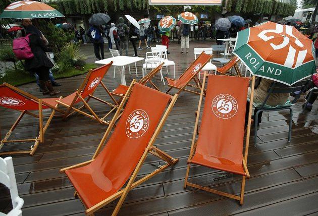 Pondělní program na Roland Garros zhatilo nepříznivé počasí.