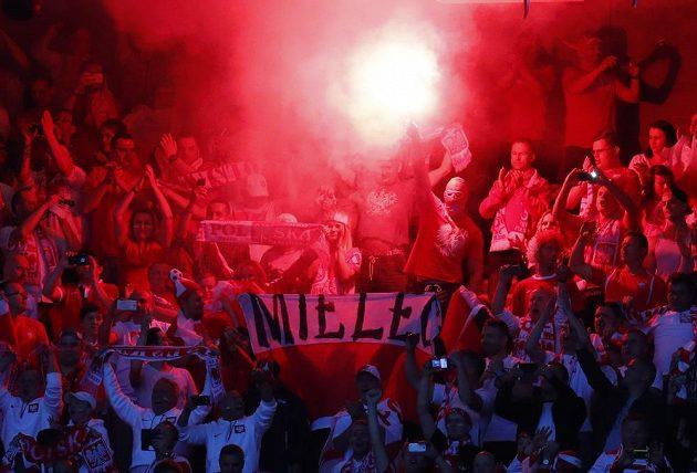 Polští fanoušci během utkání s Německem na ME.