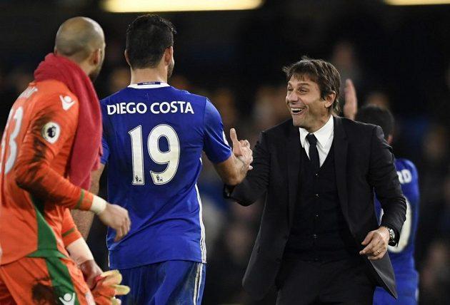 Trenér Chelsea Antonio Conte a útočník Blues Diego Costa.