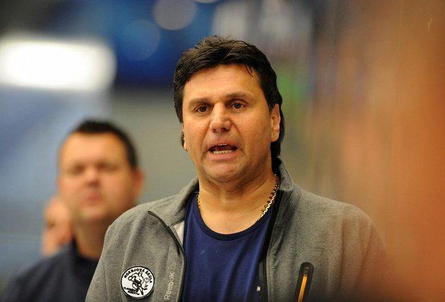 Chomutovský trenér Vladimír Růžička během přípravného duelu s Omskem.