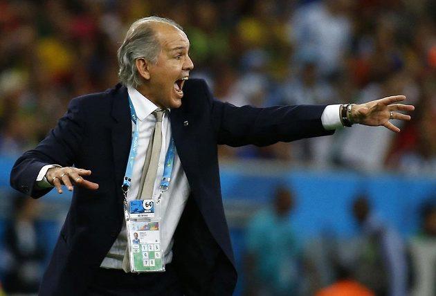 Argentinský trenér Alejandro Sabella udílí hráčům pokyny během finálového zápasu MS ve fotbale.