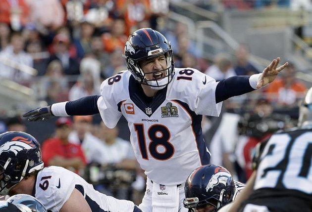 Peyton Manning (18) z Denver Broncos při finále ligy amerického fotbalu NFL v Santa Claře,