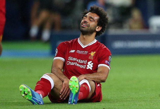 Zraněný Mohamed Salah z Liverpoolu ve finále Ligy mistrů.