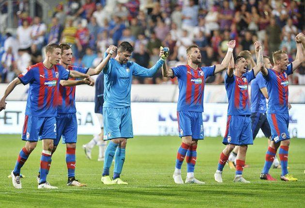 Fotbalisté Plzně slaví výhru nad Baníkem Ostrava v pátém kole HET ligy.