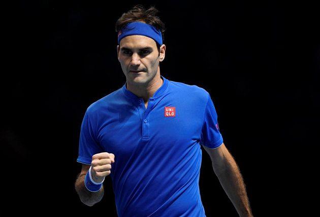 Švýcarský tenista Roger Federer v akci během semifinále Turnaje mistrů, jeho soupeřem byl němec Alexander Zverev.