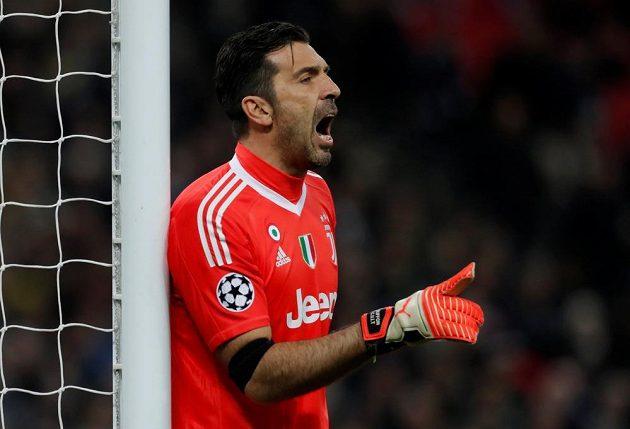 Gólman Juventusu Gianluigi Buffon v odvetě proti Tottenhamu v Lize mistrů.