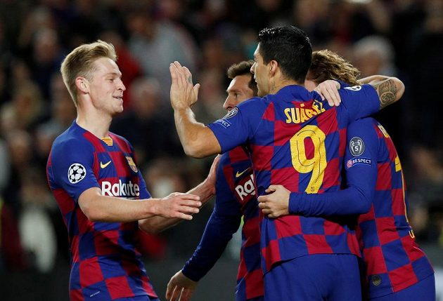 Barcelona slaví gól proti Dortmundu.