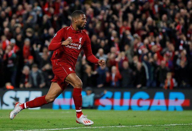 Liverpoolský Georginio Wijnaldum se raduje z gólu proti Barceloně.