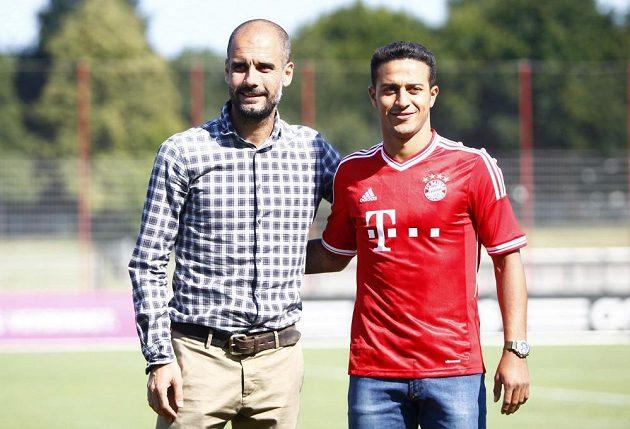 Pep Guardiola se svým oblíbencem Thiagem Alcantarou po přestupu z Barcy do Mnichoca.