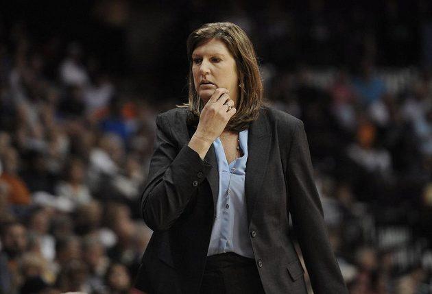 Anne Donovanová na snímku z července 2015 coby trenérka týmu Connecticut Sun.