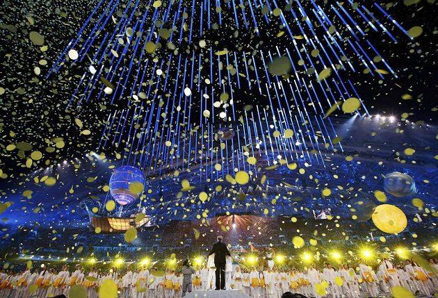 """""""Zlatý déšť"""" při slavnostním zakončení olympijských her v Soči."""