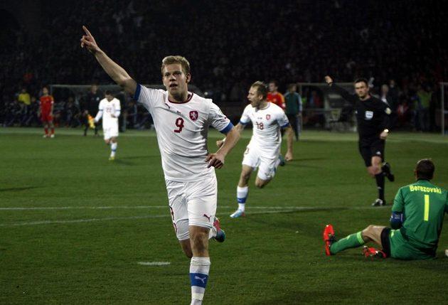 Matěj Vydra se raduje z gólu v utkání v Arménii.