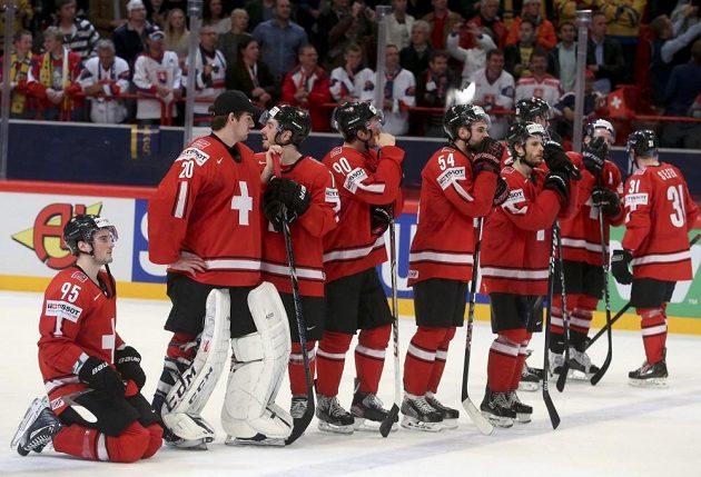 Hokejisté Švýcarska po prohraném finále smutnili. Stříbro je však jejich první medaile na MS od roku 1953.