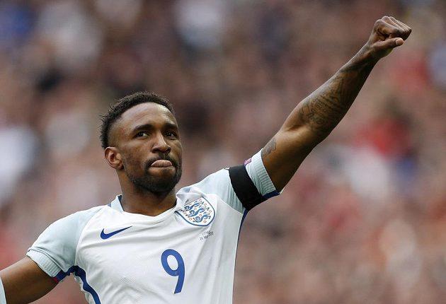 Anglický útočník Jermain Defoe slaví svůj gól proti Litvě.