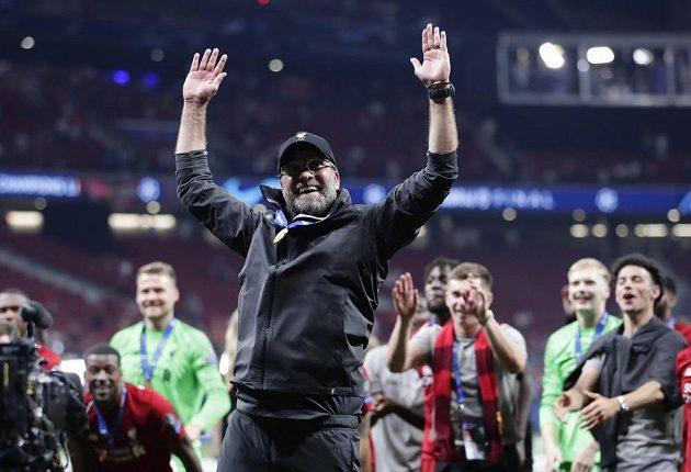 Konečně. Liverpoolský manažer Jürgen Klopp slaví triumf ve finále fotbalové Ligy mistrů.