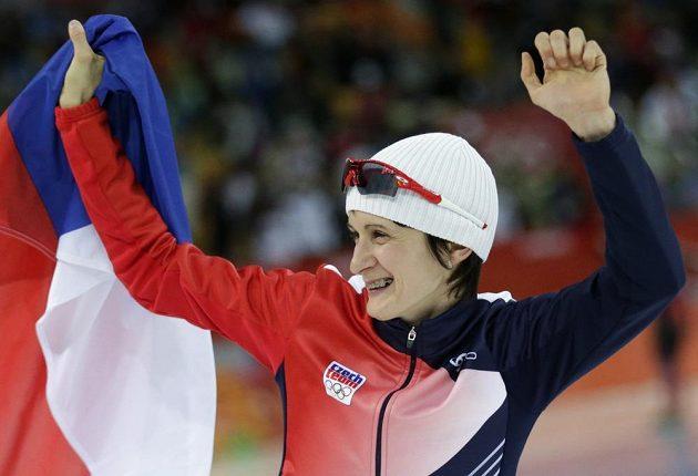 Zlato znovu po čtyřech letech. Martina Sáblíková se raduje z vítězství na nejdelší pětikilometrové trati.