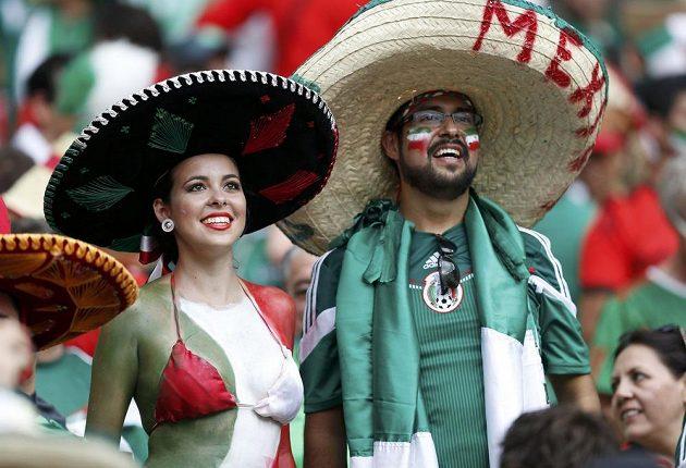 Některé mexické fanynky nešlo v ochozech stadiónu ve Fortaleze přehlédnout.