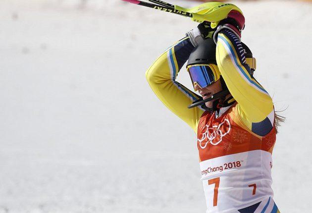 Švédská lyžařka Frida Hansdotterová se raduje z triumfu ve slalomu.