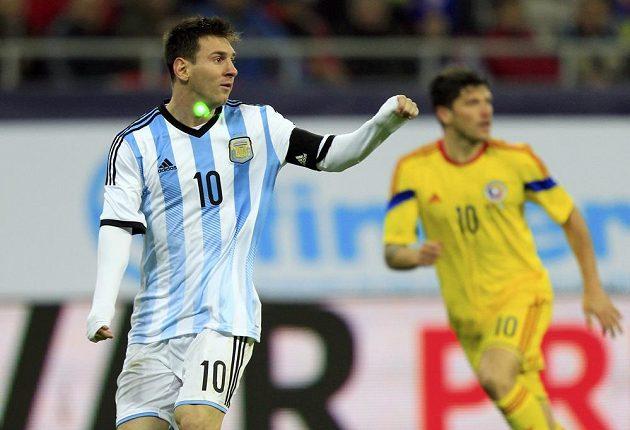 Kapitán argentinské reprezentace Lionel Messi se v Bukurešti musel smířit s tím, že na něj fanoušci Rumunska svítili laserem.