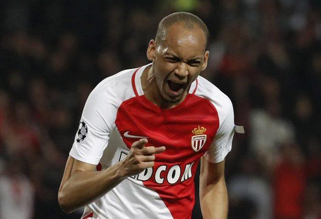 Fabinho z Monaka se raduje ze vstřelené branky do sítě Manchesteru City.