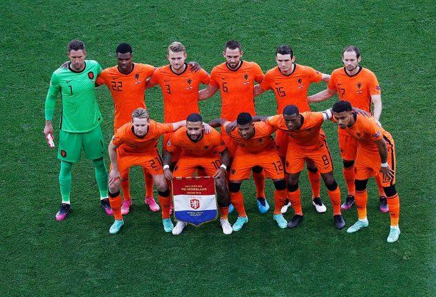 Hráči Nizozemska před zápasem s Českem