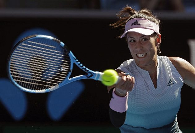 Španělka Garbiňe Muguruzaová při utkání s Karolínou Plíškovou.