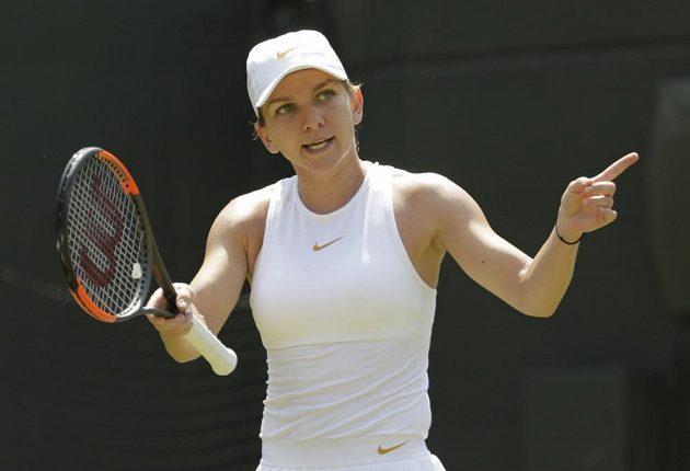 Simona Halepová z Rumunska při utkání se Sie Šu-wej z z Tchaj-wanu.