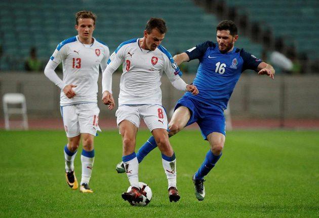 Ázerbájdžánec Javid Gusejnov (vpravo) atakuje Vladimíra Daridu.