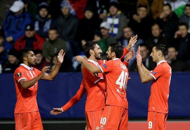 Fotbalisté Fiorentiny se radují z gólu proti Liberci v duelu Evropské ligy.