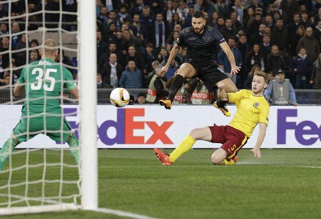 Antonio Candreva v první šanci Lazia selhal, pak už Římané jen koukali, jak Sparta střílí góly.
