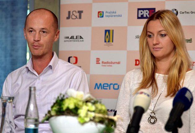 Nehrající kapitán fedcupového týmu Petr Pála a Petra Kvitová před finále Fed Cupu.