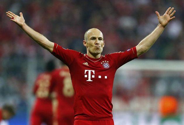 Arjen Robben z Bayernu slaví postup.