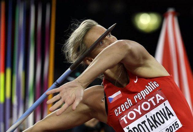 Česká oštěpařka Barbora Špotáková při závodě oštěpařek na mistrovství světa v atletice v Pekingu.