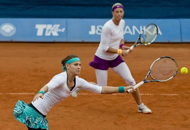 České tenistky Andrea Hlaváčková (vpravo) a Lucie Šafářová během finále čtyřhry na turnaji kategorie ITF Sparta Prague Open.