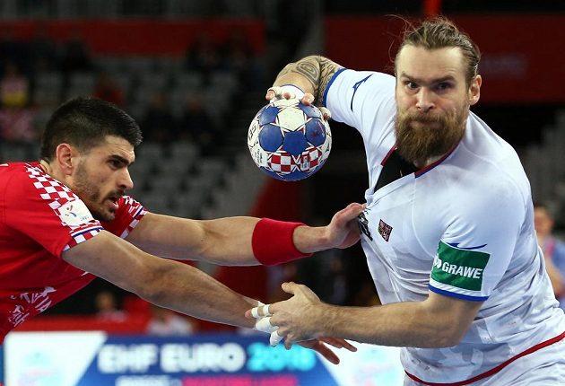 Pavel Horák proniká chorvatské obraně.