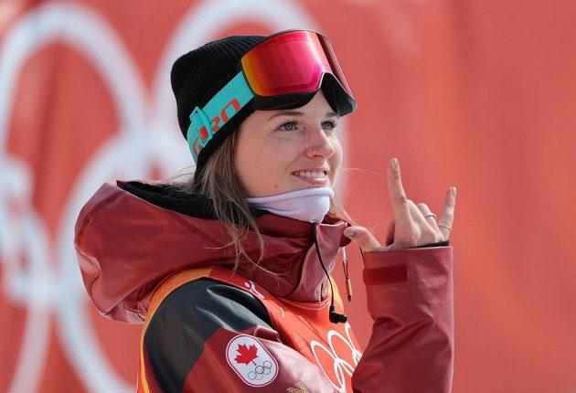 Kanaďanka Cassie Sharpeová po úvodní části vedla finále soutěže akrobatických lyžařek v U-rampě.