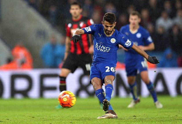 Záložník Leicesteru Rijád Mahríz (na snímku) neproměnil v utkání proti Bournemouthu pokutový kop.