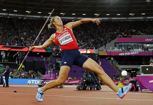 Barbora Špotáková ve finále MS v Londýně.