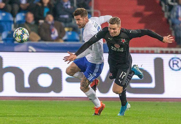 Martin Fillo z Ostravy a Lukáš Provod ze Slavie během utkání MOL Cupu.